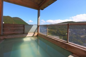 芦ノ湖と箱根の山に夜空にきらめく満点の星空が楽しめる貸切展望風呂